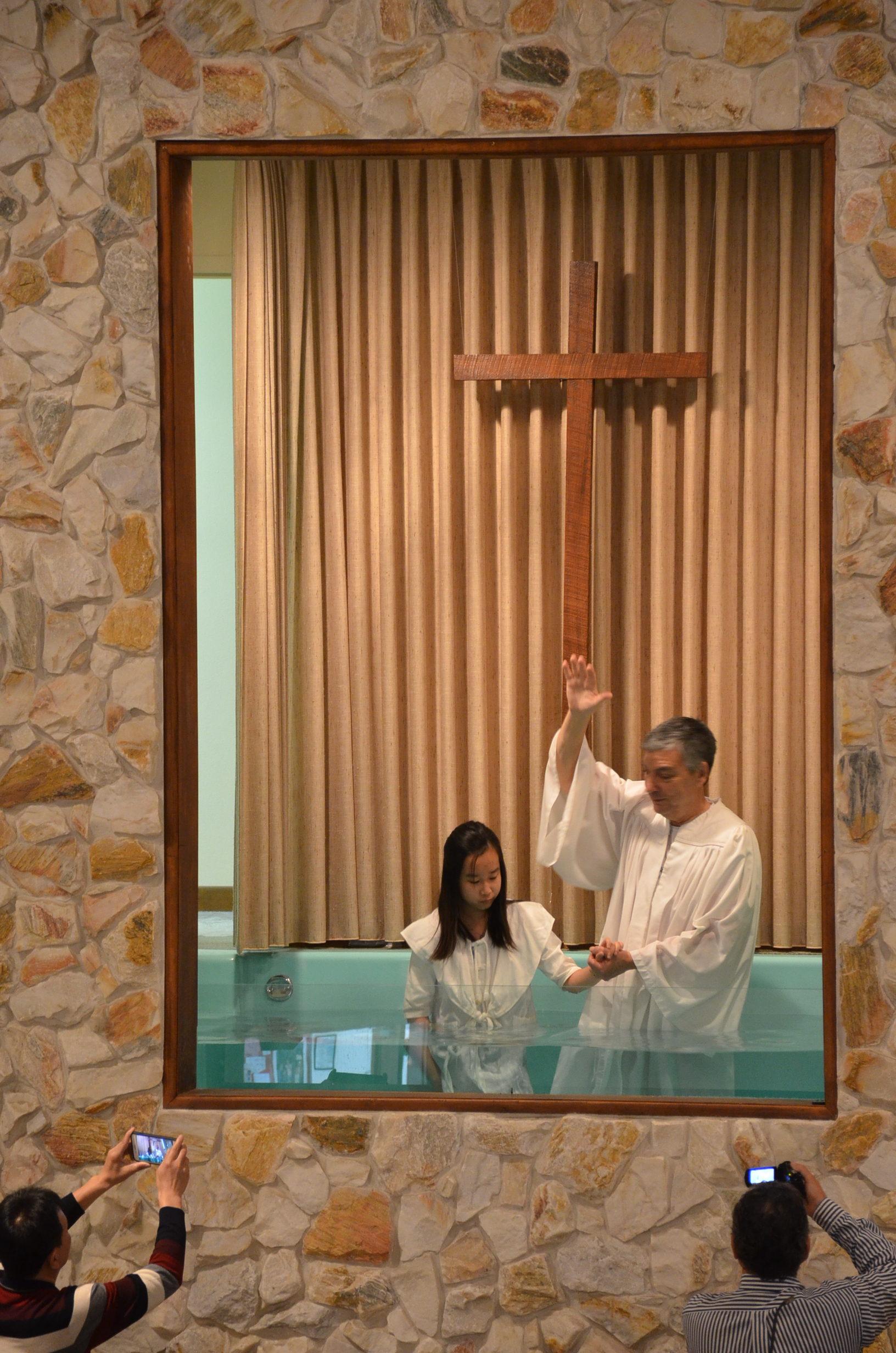 劉姊妹受洗 2-10-19
